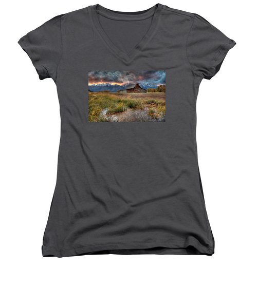Teton Nightfire At The Ta Moulton Barn Women's V-Neck T-Shirt