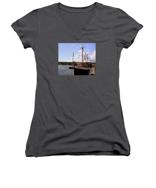 The Florence Women's V-Neck T-Shirt