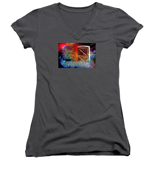 The Gate Women's V-Neck (Athletic Fit)