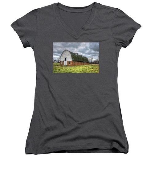 The Long Barn Women's V-Neck (Athletic Fit)