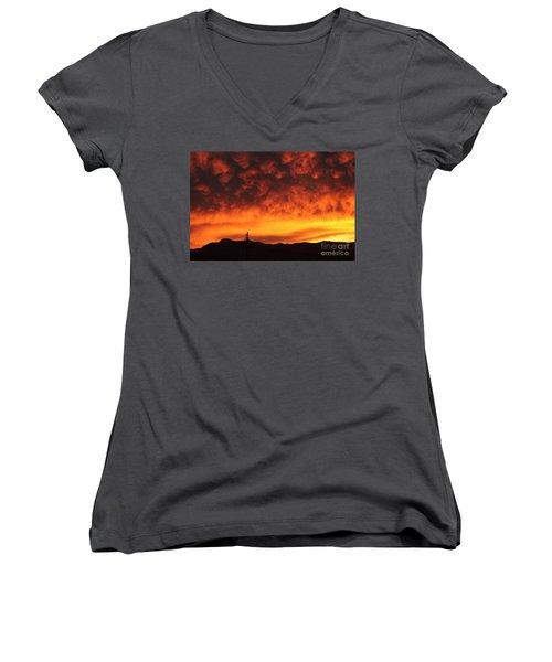 The Sun Goes Down Women's V-Neck T-Shirt (Junior Cut)