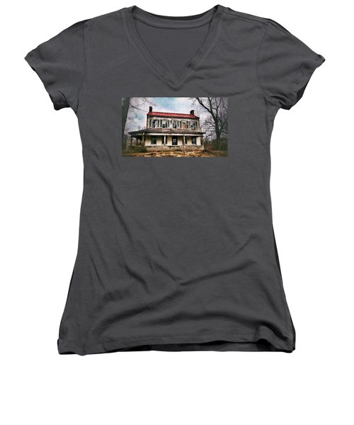 Women's V-Neck featuring the photograph This Old House by Al Harden