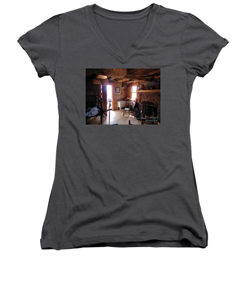 Tom's Old Fashion Cabin Women's V-Neck
