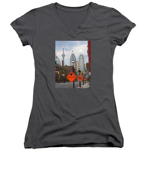 Toronto Skyline Women's V-Neck T-Shirt (Junior Cut)