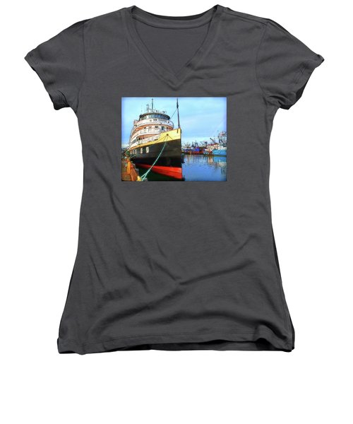 Tour Boat At Dock Women's V-Neck T-Shirt (Junior Cut) by Tobeimean Peter