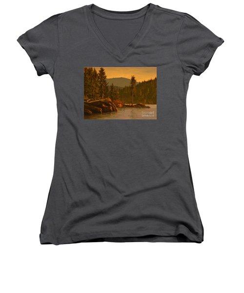 Tubbs Hill 2017 Women's V-Neck T-Shirt