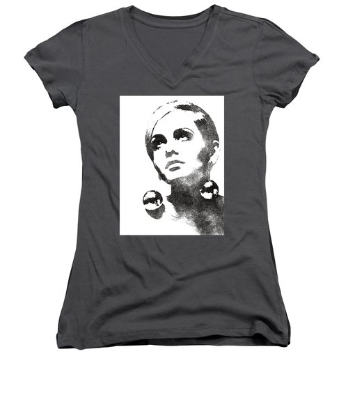 Twiggy Bw Portrait Women's V-Neck T-Shirt