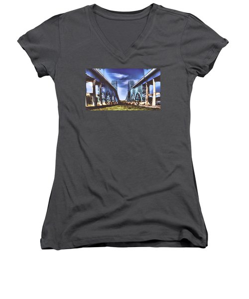 Twin Spanned Arched Women's V-Neck