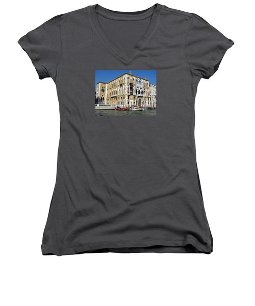 Venice Canal Building Women's V-Neck T-Shirt