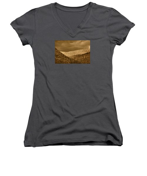 Verde Canyon View Tnt Women's V-Neck