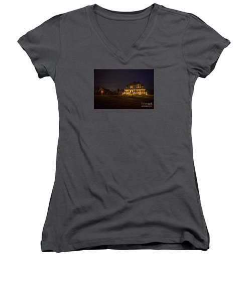 Victorian House At Christmas Women's V-Neck T-Shirt