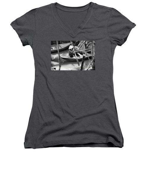 Vietnamese Woman Boat Ores Really For Tourist Mekong Delta  Women's V-Neck