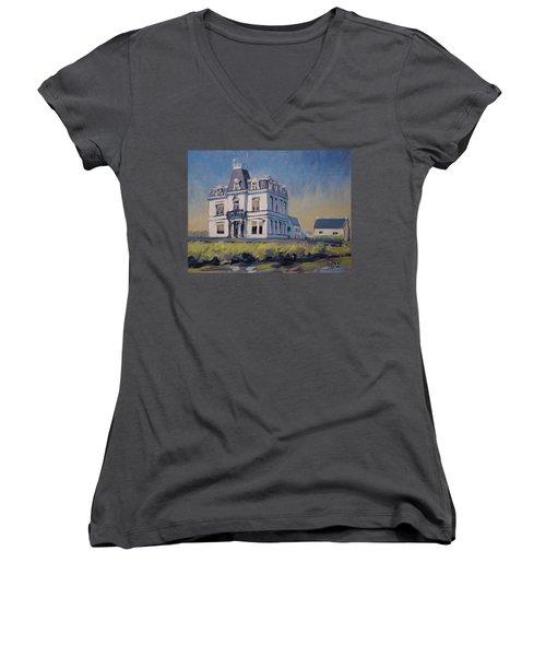 Villa Lhoest Women's V-Neck T-Shirt