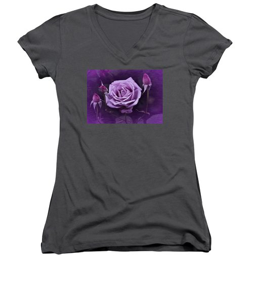 Vintage Aug Purple Rose Women's V-Neck T-Shirt