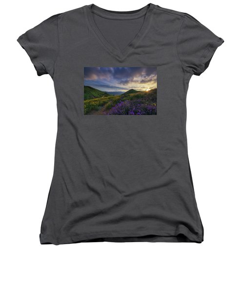 Walker Canyon Women's V-Neck