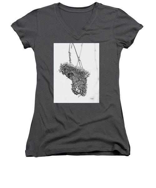Wasp Nest Heart Women's V-Neck T-Shirt (Junior Cut)