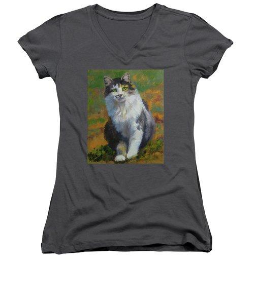 Winston Cat Portrait Women's V-Neck T-Shirt (Junior Cut) by Alice Leggett