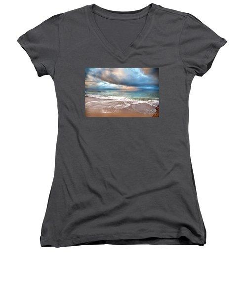 Wonderland Women's V-Neck T-Shirt