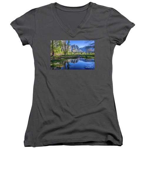 Yosemite Falls Women's V-Neck T-Shirt