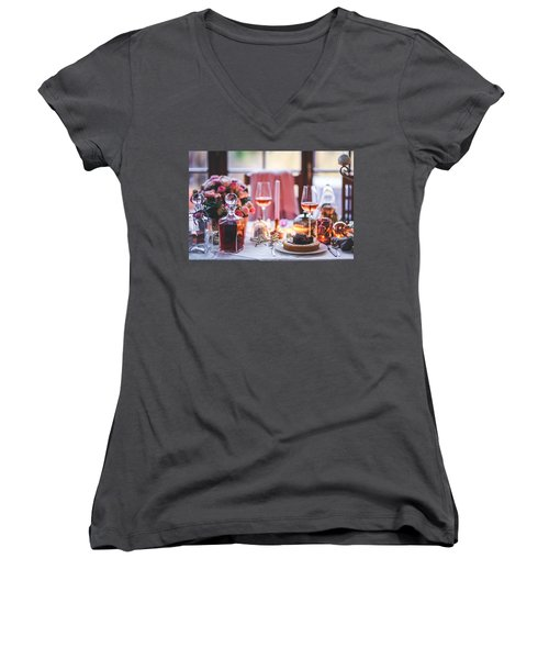 Elegant Tablewear Women's V-Neck