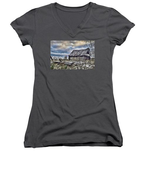 Four Winds Hotel Women's V-Neck