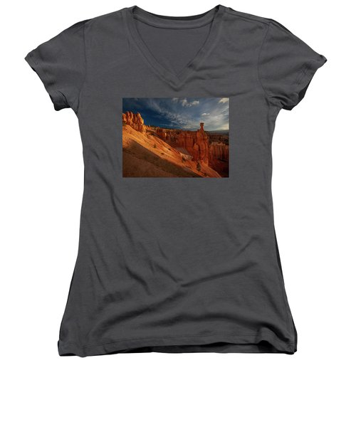 Women's V-Neck featuring the photograph Good Morning Bryce by Edgars Erglis