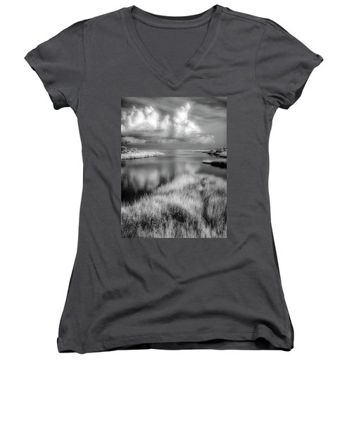 Smooth Waters Bw Women's V-Neck