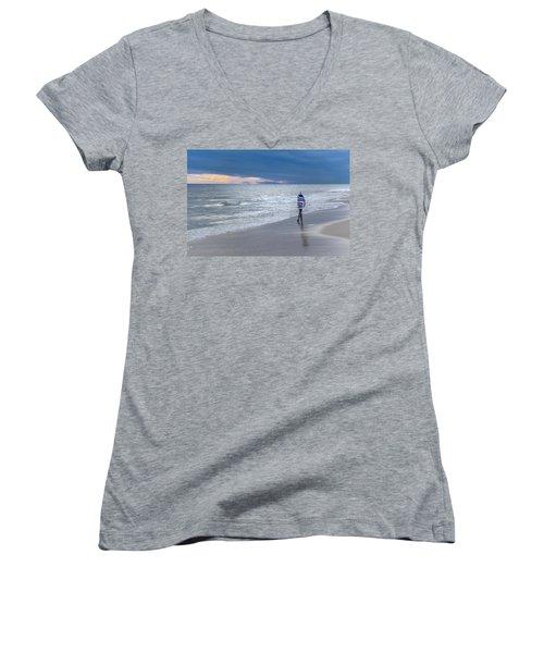 Little Girl At The Beache Women's V-Neck T-Shirt (Junior Cut)