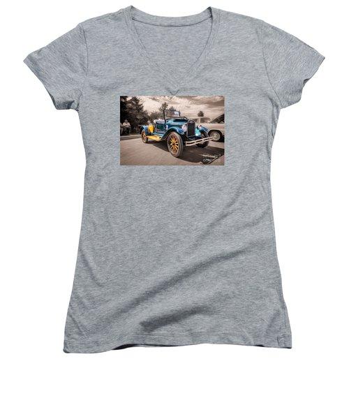 1925 Chevrolet Pickup Women's V-Neck T-Shirt
