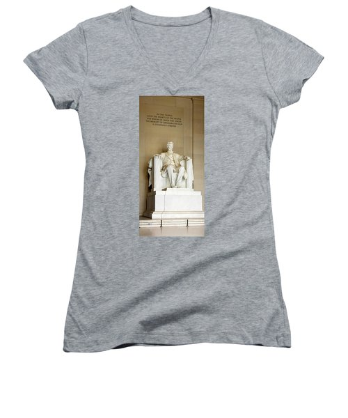 Abraham Lincolns Statue In A Memorial Women's V-Neck T-Shirt (Junior Cut) by Panoramic Images