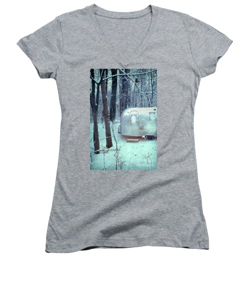 Airstream Trailer In Snowy Woods Women's V-Neck T-Shirt