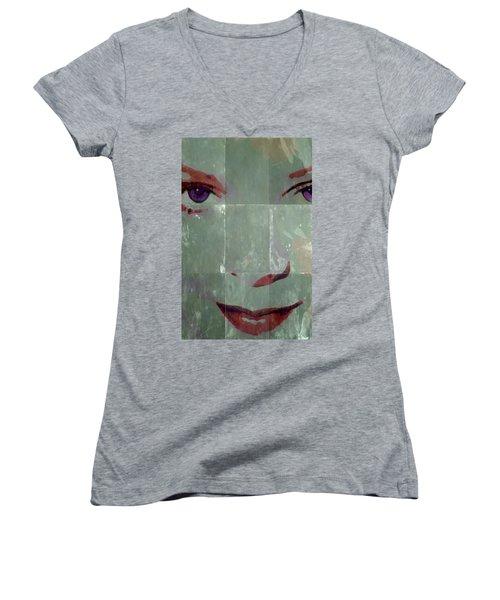 Alice In Green Women's V-Neck T-Shirt