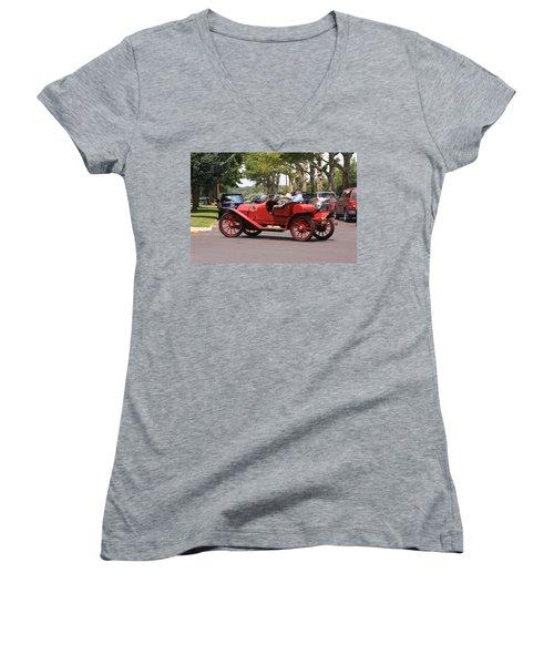 Antique Car Women's V-Neck T-Shirt