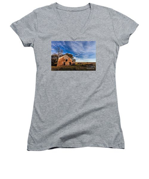 Barn In The Midwest Women's V-Neck T-Shirt (Junior Cut) by Steven Reed