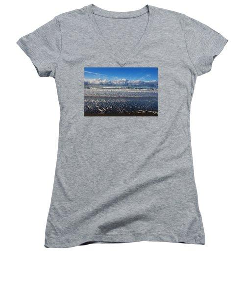 Beckoning Sea Women's V-Neck T-Shirt