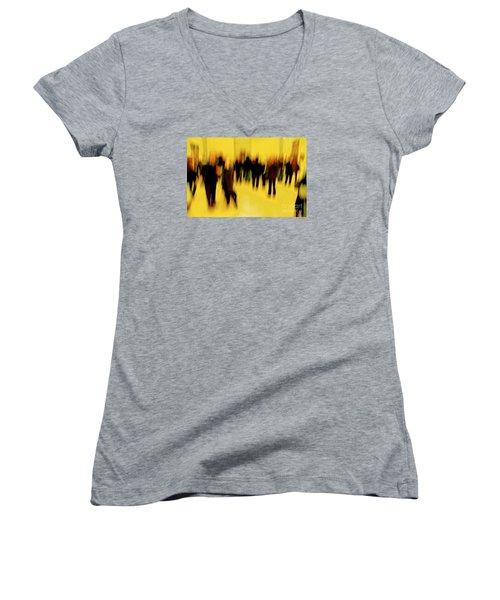 Before Mona Lisa Women's V-Neck T-Shirt