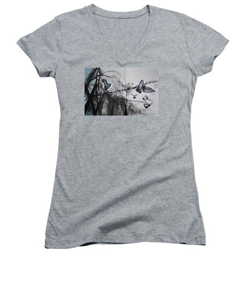 Birds Women's V-Neck T-Shirt