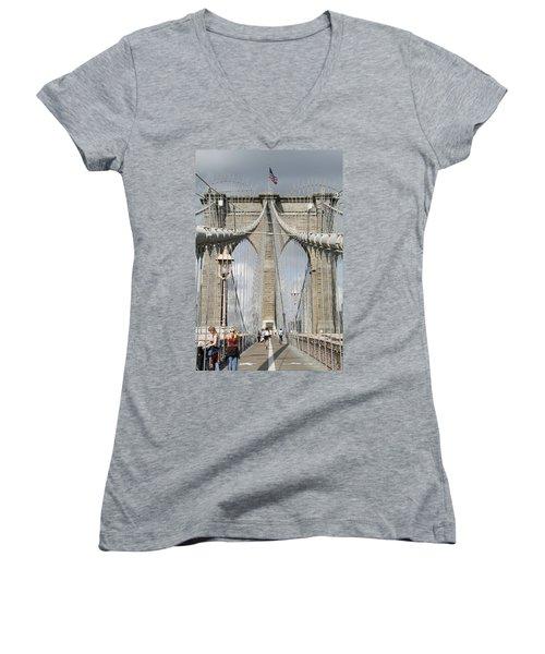 Brooklyn Bridge Women's V-Neck
