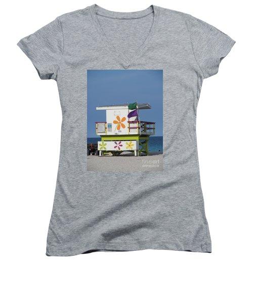 Casita De Playa Women's V-Neck T-Shirt