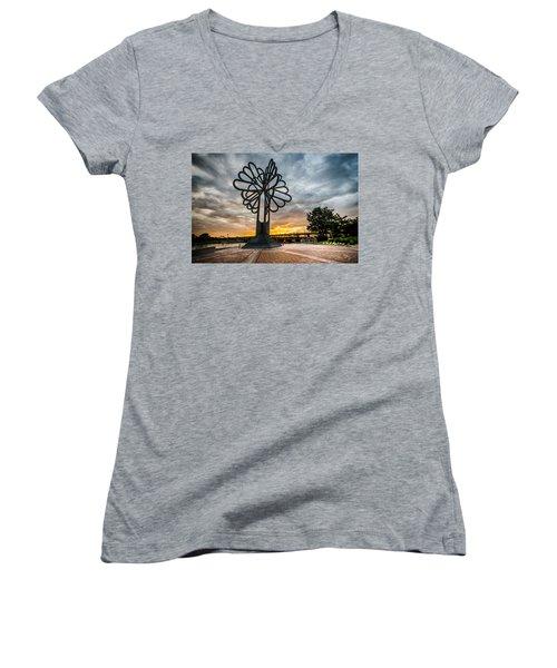 Cedar Rapids Five Seasons Tree At Sunset Women's V-Neck T-Shirt
