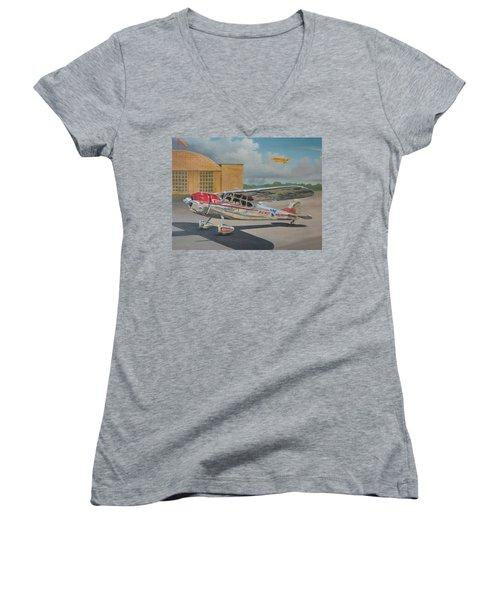 Cessna 195 Women's V-Neck T-Shirt