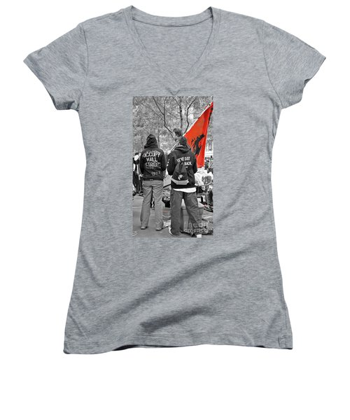 Women's V-Neck T-Shirt (Junior Cut) featuring the photograph Che At Occupy Wall Street by Lilliana Mendez