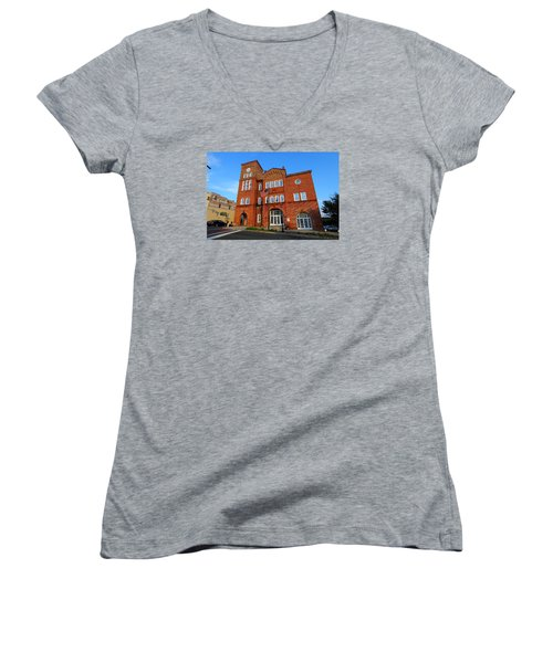 Chester City Hall Women's V-Neck T-Shirt