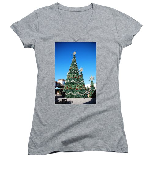 Courtyard Christmas Women's V-Neck T-Shirt