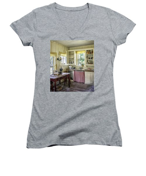 Cross Creek Country Kitchen Women's V-Neck T-Shirt