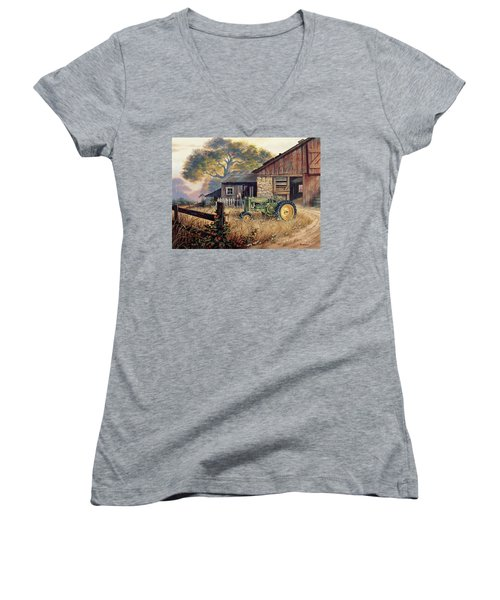 Deere Country Women's V-Neck T-Shirt (Junior Cut)