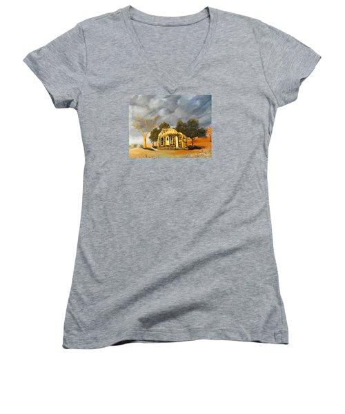Deserted Castlemain Farmhouse Women's V-Neck T-Shirt