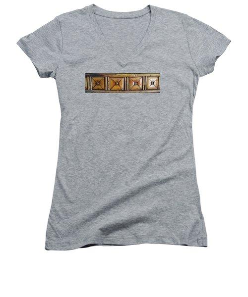 Design Detail A Women's V-Neck