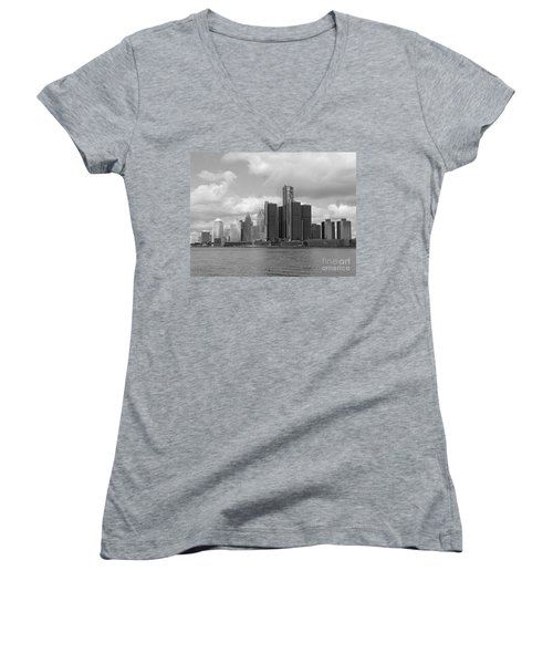 Detroit Skyscape Women's V-Neck T-Shirt
