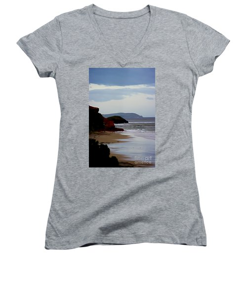 Digital Painting Of Smiths Beach Women's V-Neck T-Shirt (Junior Cut) by Blair Stuart